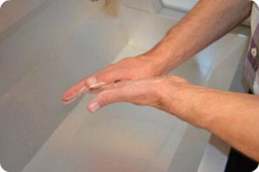 namydlenie wnętrz dłoni