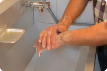 namydlenie grzbietów dłoni